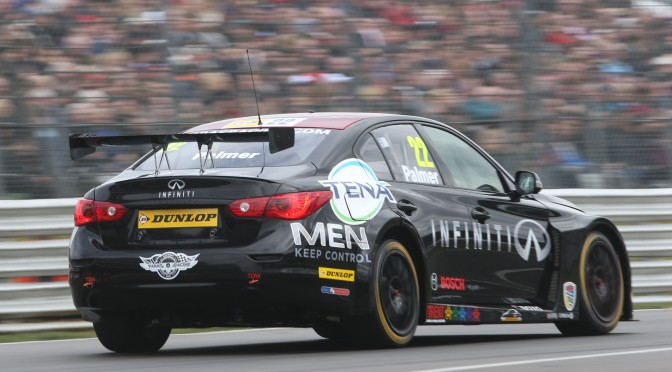 Paras impress on Brands Hatch BTCC debut